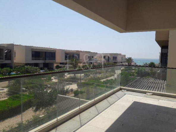Sea view | Landscaped garden| Stunning 5 bedrooms!
