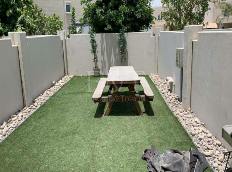 Single row |Big garden |Very good condition|Vacant