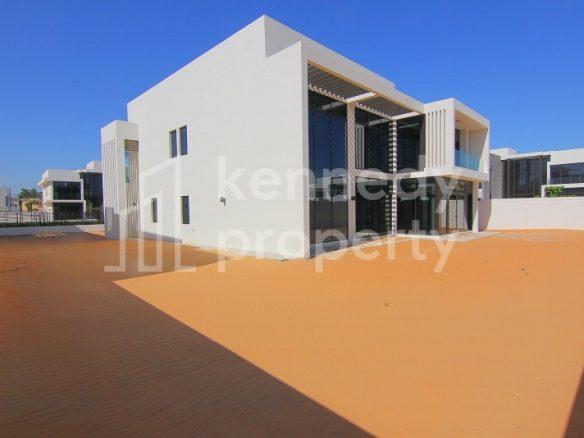 Large 4 Bed Villa | Luxury Community | Big Plot