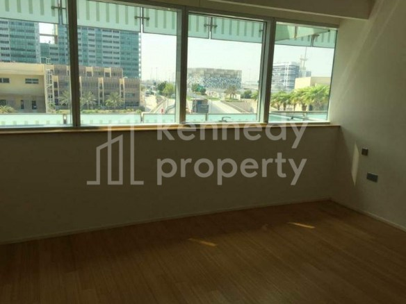 Canal View   Spacious 2 Bed+laundry  Balcony